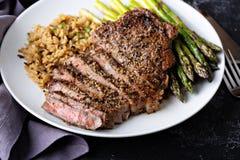 Bifteck de Delisious avec du riz et l'asperge image libre de droits