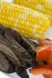Bifteck de jupe avec du maïs Photo stock