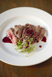 Bifteck de jupe avec la grenade Gastrique Images libres de droits