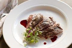 Bifteck de jupe avec la grenade Gastrique Photos libres de droits