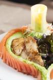 Bifteck de poissons avec de la salade Photo stock