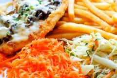 Bifteck de poulet avec des fritures Photographie stock libre de droits