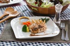 Bifteck de poulet avec des légumes Photos libres de droits