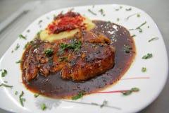 Bifteck de poulet avec des légumes Photos stock