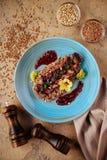 Bifteck de rôti avec du sarrasin photographie stock libre de droits