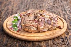 Bifteck de Ribeye sur un conseil Photo stock