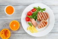 Bifteck de thon grillé délicieux bien fait images libres de droits