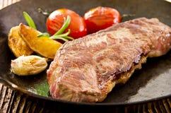 Bifteck de Wagyu dans une casserole de fonte Images libres de droits