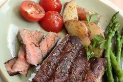 Bifteck et légumes Image stock