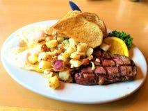 Bifteck et petit déjeuner d'oeufs Photos libres de droits