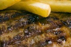 Bifteck et pommes chips de boeuf Images stock
