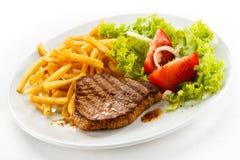 Bifteck et pommes frites grillés Image libre de droits