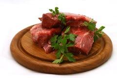 Bifteck frais d'agneau de plaque en bois Image stock