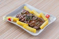Bifteck grillé avec la recette rôtie de pommes de terre Photographie stock libre de droits