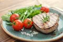 Bifteck grillé avec le rukkola Photographie stock libre de droits