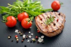Bifteck grillé avec le rukkola Image libre de droits