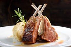Bifteck grillé d'agneau Photographie stock libre de droits