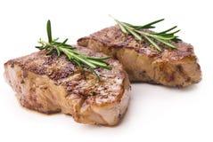 Bifteck grillé sur le fond blanc images libres de droits