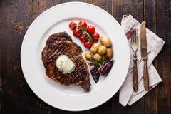 Bifteck grillé Ribeye avec le beurre persillé Images libres de droits