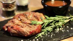 Bifteck juteux délicieux clips vidéos