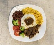 Bifteck, pommes de terre et sauce au jus image stock