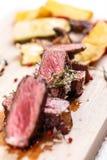 Bifteck rôti par milieu Image libre de droits