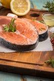 Bifteck saumoné cru Photos libres de droits