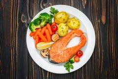 Bifteck saumoné rôti croustillant image stock
