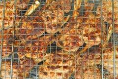 Biftecks de boeuf faisant cuire sur un gril Photo libre de droits