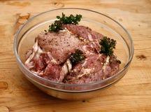 Biftecks de porc marinés en pétrole Photo libre de droits