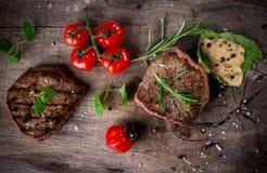 Biftecks grillés de BBQ photographie stock libre de droits