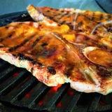 Biftecks grillés de porc avec le lustre d'abricot photos stock