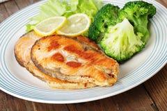 Biftecks saumonés rôtis Images libres de droits