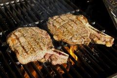 Biftecks sur le gril Image libre de droits