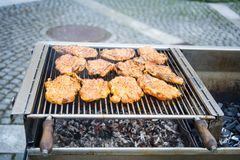 Biftecks sur un barbecue Photographie stock libre de droits