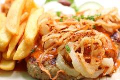 Bifteki mit metaxa Soße Lizenzfreies Stockbild