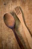 Bifurcación y cuchara de madera Fotografía de archivo libre de regalías