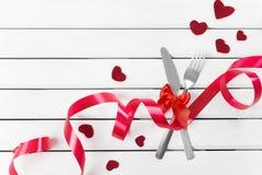 Bifurcación y cuchillo - decoración del día del ` s de la tarjeta del día de San Valentín Foto de archivo