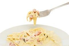 Bifurcación y placa del carbonara de los espaguetis Fotos de archivo libres de regalías