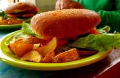 Big Bang hamburger obraz stock