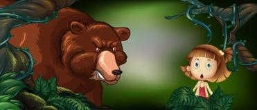 Big Bear e bambina nel legno Fotografia Stock