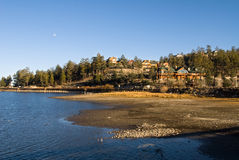 Big Bear Lake scenery. A scenic view of a lakeside community at Big Bear Lake during sunset with the mood showing in the sky Stock Photo