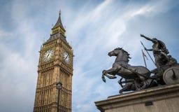 Big Ben και άγαλμα της Boadicea Στοκ εικόνες με δικαίωμα ελεύθερης χρήσης
