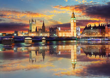 Big Ben και σπίτια του Κοινοβουλίου στο βράδυ, Λονδίνο, UK στοκ εικόνες