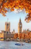 Big Ben με τα φύλλα φθινοπώρου στο Λονδίνο, Αγγλία, UK Στοκ Εικόνες