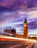 Big Ben με τη γέφυρα το βράδυ, Λονδίνο, Αγγλία, UK Στοκ Φωτογραφίες
