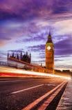 Big Ben με τη γέφυρα το βράδυ, Λονδίνο, Αγγλία, UK Στοκ φωτογραφίες με δικαίωμα ελεύθερης χρήσης