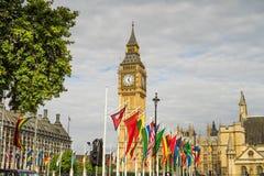 Big Ben με τις σημαίες χωρών Στοκ Φωτογραφίες