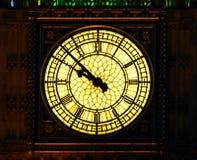 Big Ben που φωτίζεται το βράδυ στο Λονδίνο στοκ φωτογραφίες με δικαίωμα ελεύθερης χρήσης