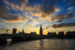 Big Ben στο ηλιοβασίλεμα και στην αποτύπωση ακόμα στοκ εικόνες